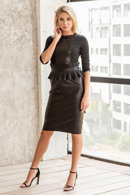 Платье 20-068-3 футляр с баской плиссе черный