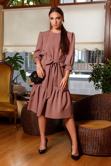 Платье 20-057-30 с широкой оборкой капучино. Купить оптом и в розницу