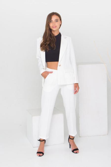 Классическое сочетание пиджака и брюк костюм 21-028 цвет молоко