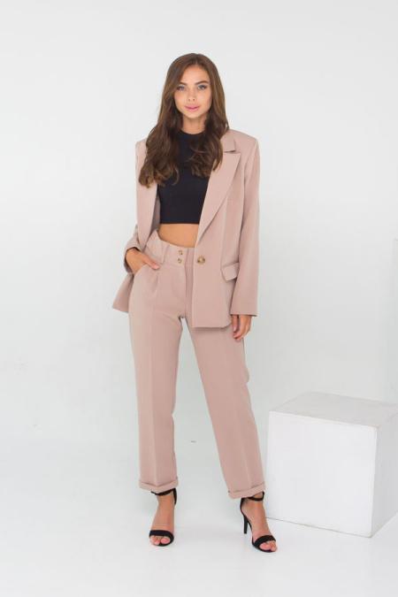 Классическое сочетание пиджака и брюк костюм 21-028 цвет бежевый