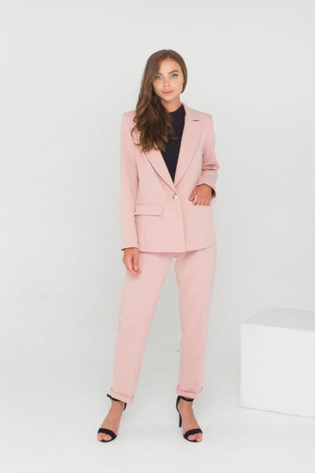 Классическое сочетание пиджака и брюк костюм 21-028 цвет пудра